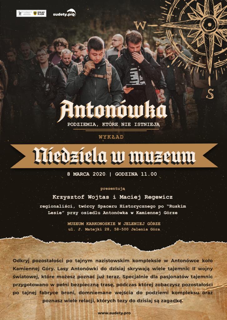 Zdjęcie przedstawia plakat wydarzenia, na którym umieszczeni są ludzie poszukujący tajnego kompleksu, tytul wydarzenia i skrót informacji